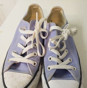 Gently worn womens Converse shoes size 6